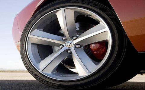 Tire, Wheel, Automotive tire, Automotive design, Alloy wheel, Automotive wheel system, Spoke, Automotive exterior, Rim, Synthetic rubber,
