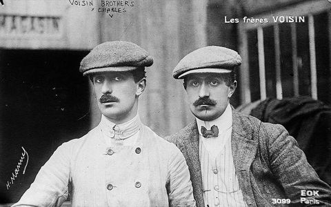 Les frères Voisin, Gabriel (left) and Charles (right), who entered airplane production in 1906.