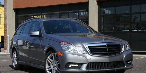 Vehicle, Land vehicle, Automotive lighting, Automotive design, Infrastructure, Automotive parking light, Grille, Car, Glass, Rim,