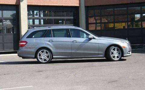 Tire, Wheel, Vehicle, Land vehicle, Spoke, Rim, Alloy wheel, Car, Automotive tire, Automotive parking light,