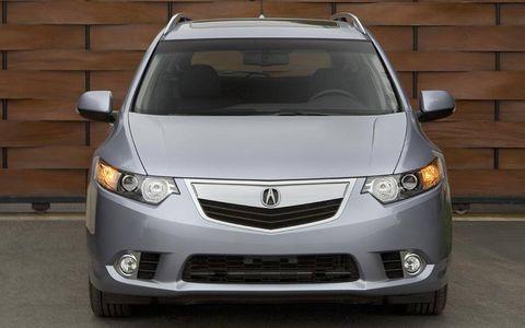 Motor vehicle, Mode of transport, Daytime, Glass, Product, Vehicle, Automotive mirror, Automotive exterior, Land vehicle, Automotive lighting,