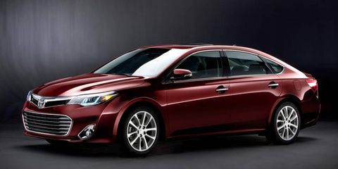 The front of the 2013 Toyota Avalon.