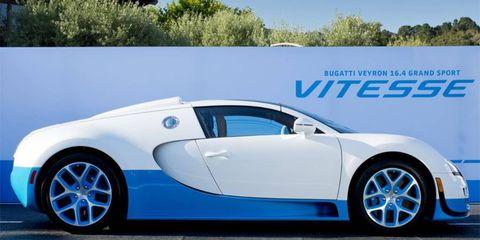 Tire, Wheel, Motor vehicle, Mode of transport, Automotive design, Transport, Vehicle, Automotive mirror, Rim, Car,
