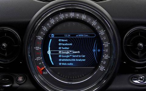 Gauge, Speedometer, Measuring instrument, Luxury vehicle, Trip computer, Tachometer, Center console, Personal luxury car,
