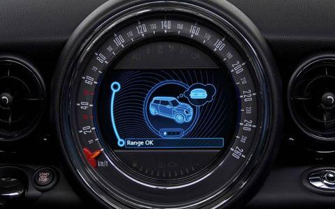 Gauge, Speedometer, Measuring instrument, Luxury vehicle, Trip computer, Personal luxury car, Tachometer, Center console,