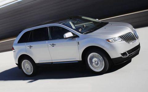 Tire, Wheel, Automotive tire, Automotive design, Product, Vehicle, Automotive exterior, Land vehicle, Transport, Automotive lighting,