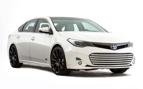 Toyota puts a twist on the 2013 Avalon hybrid with the Avalon HV edition.