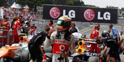 Lewis Hamilton will lead the field at the start of the F1 race in Brazil on Sunday after qualifying on the pole.