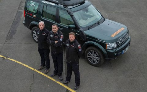 """Management team """"Green Leader"""", from left; Pierre de Frenne (Team Principal), Andrew 'Pav' Taylor (Team Manager) and Tim Hare (Mechanic"""