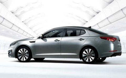 Tire, Wheel, Mode of transport, Automotive design, Vehicle, Transport, Glass, Car, Full-size car, Rim,