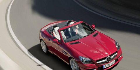 Tire, Automotive design, Mode of transport, Automotive mirror, Vehicle, Hood, Automotive tire, Car, Vehicle door, Automotive exterior,