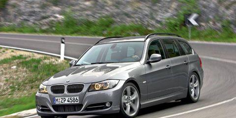 Tire, Wheel, Road, Automotive design, Vehicle, Automotive tire, Land vehicle, Infrastructure, Rim, Automotive mirror,