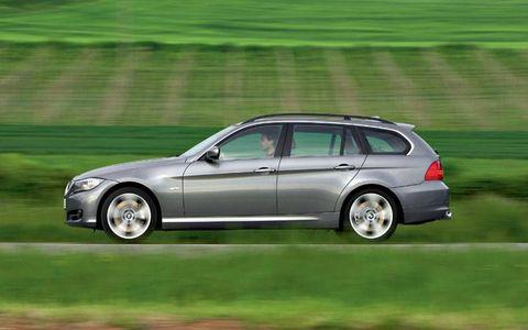 Tire, Wheel, Automotive design, Vehicle, Automotive tire, Rim, Car, Spoke, Alloy wheel, Plain,