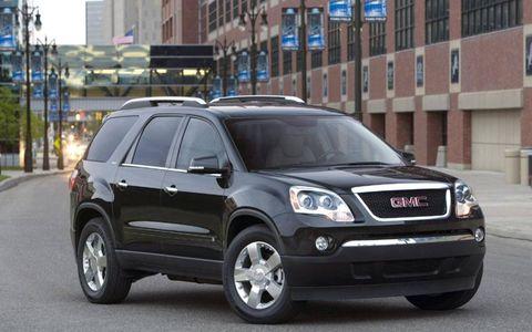 Tire, Motor vehicle, Wheel, Vehicle, Land vehicle, Automotive tire, Car, Rim, Automotive mirror, Grille,
