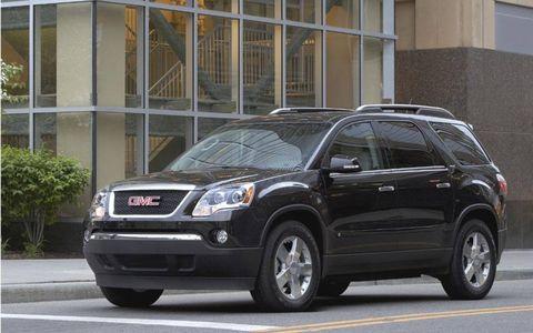 Tire, Motor vehicle, Wheel, Vehicle, Automotive tire, Transport, Glass, Infrastructure, Car, Automotive parking light,