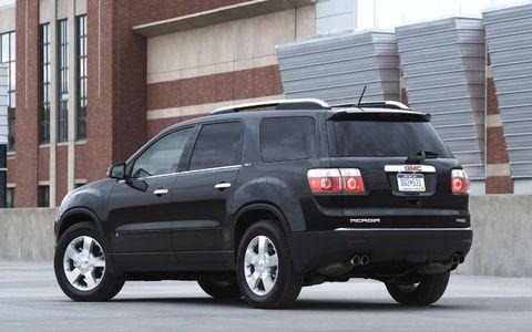 Tire, Wheel, Automotive tire, Vehicle, Window, Land vehicle, Infrastructure, Rim, Glass, Automotive exterior,
