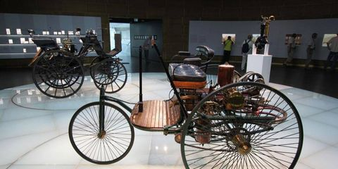 Wheel, Bicycle wheel rim, Spoke, Rim, Bicycle, Bicycle accessory, Classic, Iron, Metal, Bicycle part,