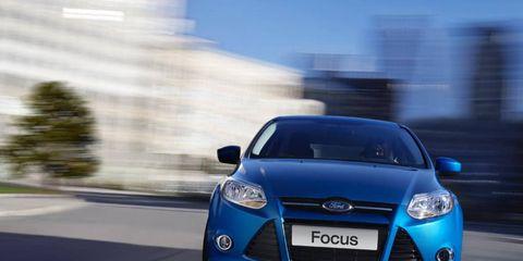 Motor vehicle, Mode of transport, Automotive design, Blue, Daytime, Vehicle, Headlamp, Hood, Automotive mirror, Glass,