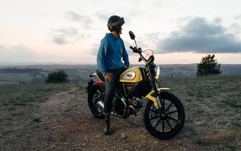 The Scrambler features an 803cc L-twin engine with Desmodromic valves, producing 75 horsepower.