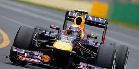 Mark Webber finished sixth at Melbourne after a software glitch contributed to a poor start in the Formula One race.