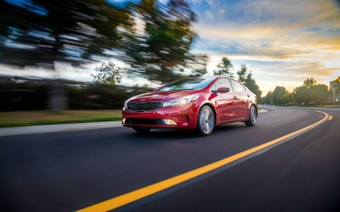 The 2017 Kia Forte has a standard 2.0-liter Atkinson I4 that makes 147 hp at 6,200 rpm and 132 lb-ft of torque at 4,500 rpm.