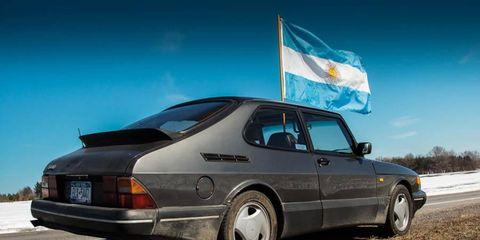 Memories of pluckier days in Trollhättan: a Saab 900 SPG with an Argentine flag.