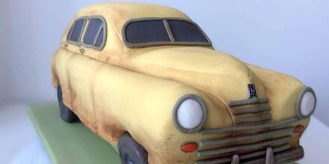 Yes, this is an edible GAZ-M20 Pobeda!