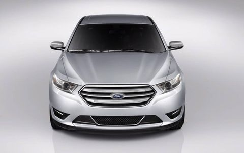 The 2013 Ford Taurus Limited AWD is ready for the elements with rain-sensing wiper blades.