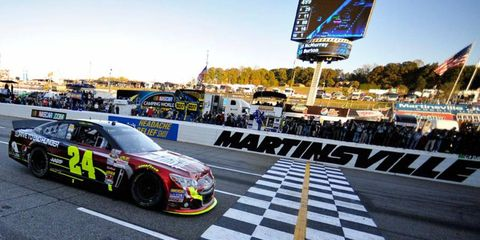 Jeff Gordon kept his NASCAR Sprint Cup championship hopes alive with a win at Martinsville on Sunday.