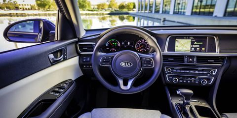 The 2017 Kia Optima Hybrid brings comes with hands-free trunk open feature with smart key, wireless charging and surround view monitoring to aid parking maneuvers.