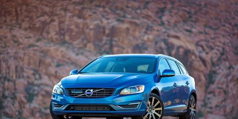 The Volvo V60 T5 Drive-E receives a 2.0-liter turbocharged inline four-cylinder engine.