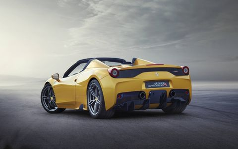 The 458 Speciale A is being premiered in a unique triple-layer yellow livery with a Blu Nart and Bianco Avus central stripe as well as five-spoke forged wheels in Grigio Corsa.