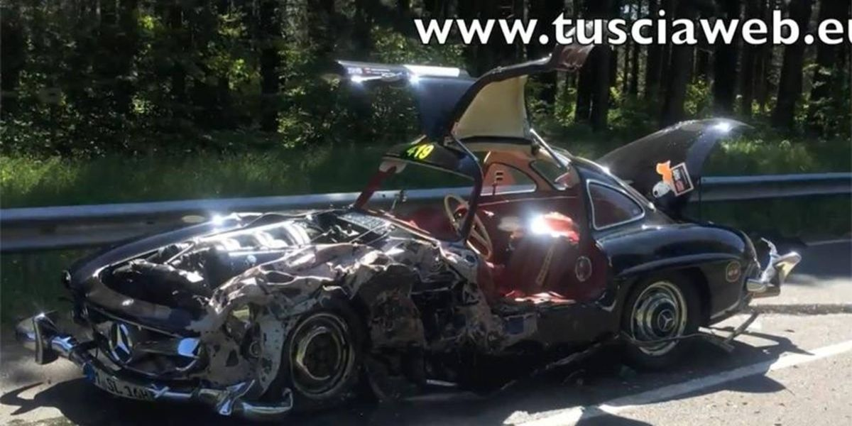 Crashed Mercedes 300SL Gullwing hurts our souls