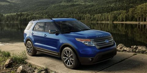 The 2015 Explorer XLT receives a new appearance package with plastic cladding.