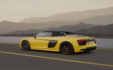 The soft-top in the new R8 Spyder features an electrohydraulic drive system to raise and lower the roof in only 20 seconds, at speeds of up to 31 mph.
