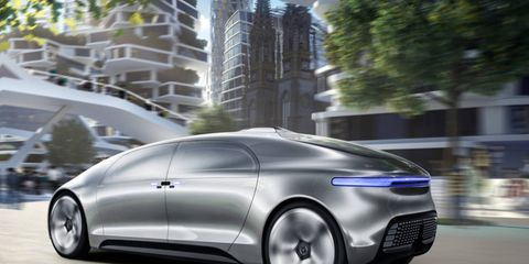 the mercedes f015 cruises the city