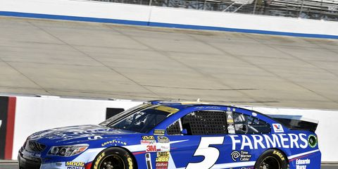 Kasey Kahne rallied from multiple laps down to advance to the next round of the Chase on Sunday.
