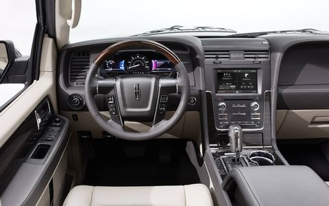The new Navigator scores high on interior quietness, allowing passengers to more comfortably enjoy conversation.