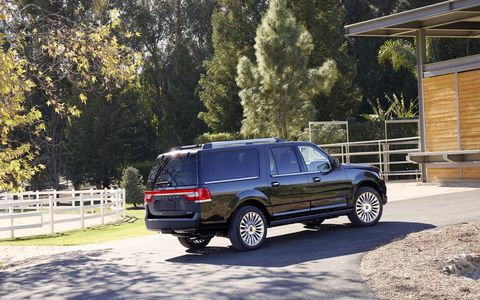 When properly equipped, the 2015 Navigator also delivers best-in-class towing of 9,000 pounds with maximum payload of 1,570 pounds.