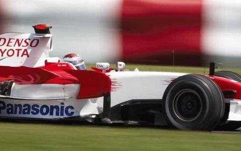 Tire, Automotive tire, Automotive design, Open-wheel car, Formula one, Automotive wheel system, Formula racing, Formula one tyres, Formula one car, Race track,