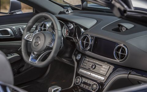 Carbon-fiber trim and the analogue clock in IWC design (exclusive to the AMG variants) highlight the high- performance roadster's special standing. Newly optional AMG carbon-grain aluminum trim, one of eight available trims, lends the open-top two-seaters an even more personal touch.