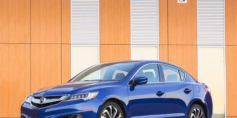 Tire, Wheel, Automotive design, Vehicle, Car, Glass, Full-size car, Mid-size car, Automotive lighting, Rim,
