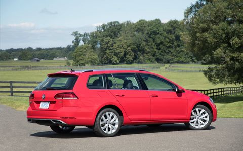 The 2018 Volkswagen Golf Sportwagen comes with a 1.8-liter turbocharged four making 170 hp and 184 lb-ft of torque. Automatic versions deliver 199 lb-ft.