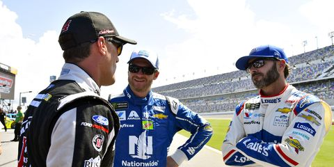 Kevin Harvick believes that Jimmie Johnson should be NASCAR's most popular driver.