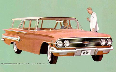 The 1960 Chevrolet wagons kept the horizontal fins of their sedan siblings.
