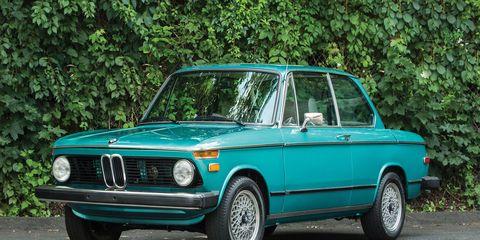 Tire, Mode of transport, Blue, Green, Vehicle, Automotive design, Land vehicle, Car, Hood, Headlamp,