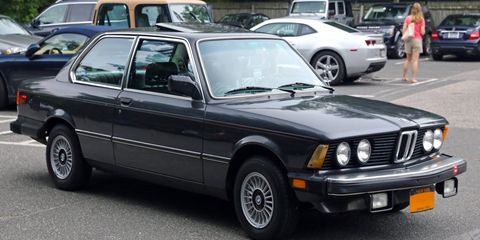 BMW 320 -- this looks like an is model with foglights and front spoiler.