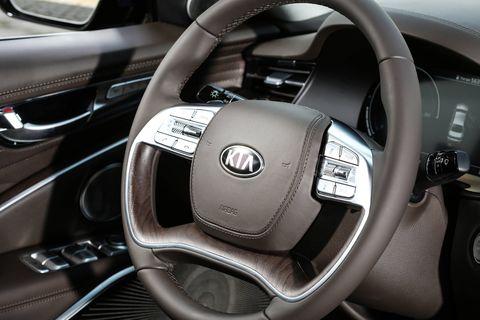 Inside the 2019 Kia K900 luxury sedan