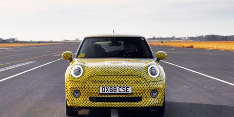 Land vehicle, Vehicle, Car, Yellow, Motor vehicle, City car, Mini, Subcompact car, Mini e, Mini cooper,