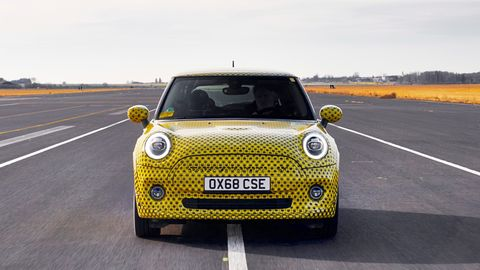 Land vehicle, Vehicle, Car, Yellow, Motor vehicle, City car, Mini, Subcompact car, Mini e, Mini cooper,